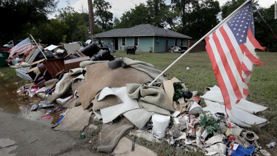 Texans return home to assess Harvey damage