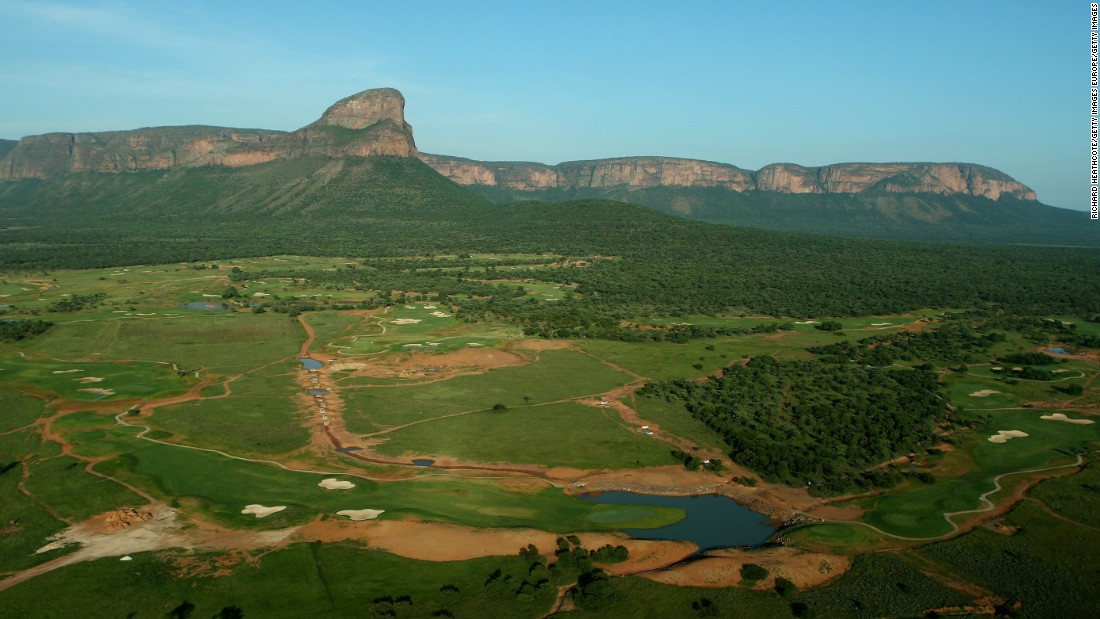 It's overlooked by Hanglip mountain and as golfers walk down the course's fairways they are close to dense bush as well as grasslands.