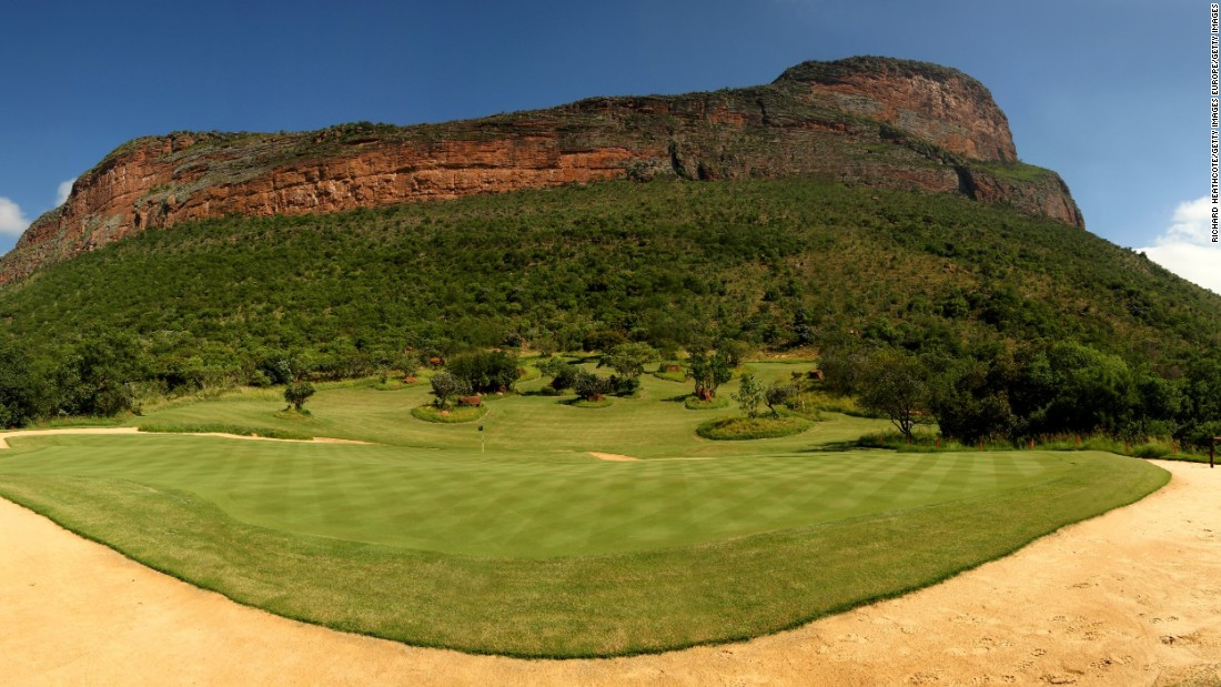 The course is one of the longest in the world. Normally playing at 6,534 meters it can be extended to 7,748m.