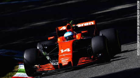MONZA, ITALY - SEPTEMBER 03: Fernando Alonso of Spain driving the (14) McLaren Honda Formula 1 Team McLaren MCL32 on track  during the Formula One Grand Prix of Italy at Autodromo di Monza on September 3, 2017 in Monza, Italy.  (Photo by Clive Rose/Getty Images)