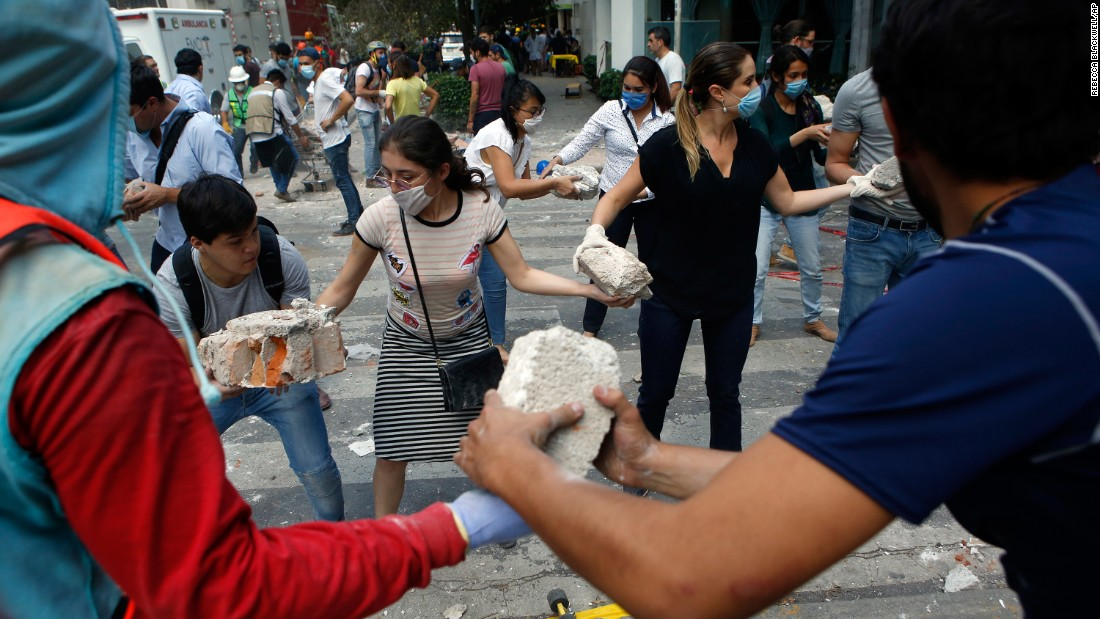 cnn.com - Nicole Chavez - Death toll in Mexico's earthquake rises, rescue attempts continue