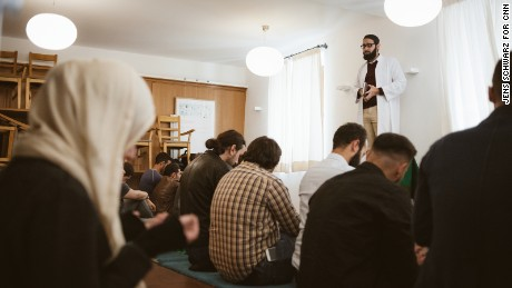 Germany, Bayern Bavaria, Muenchen, Muslims lacking spaces for Mosques and prayer, Imam Ahmad Popal beim Freitags-Gebet zu Gast im Hundskugel 09/2017