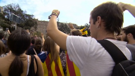 Thousands demand Spanish, Catalan leaders to negotiate