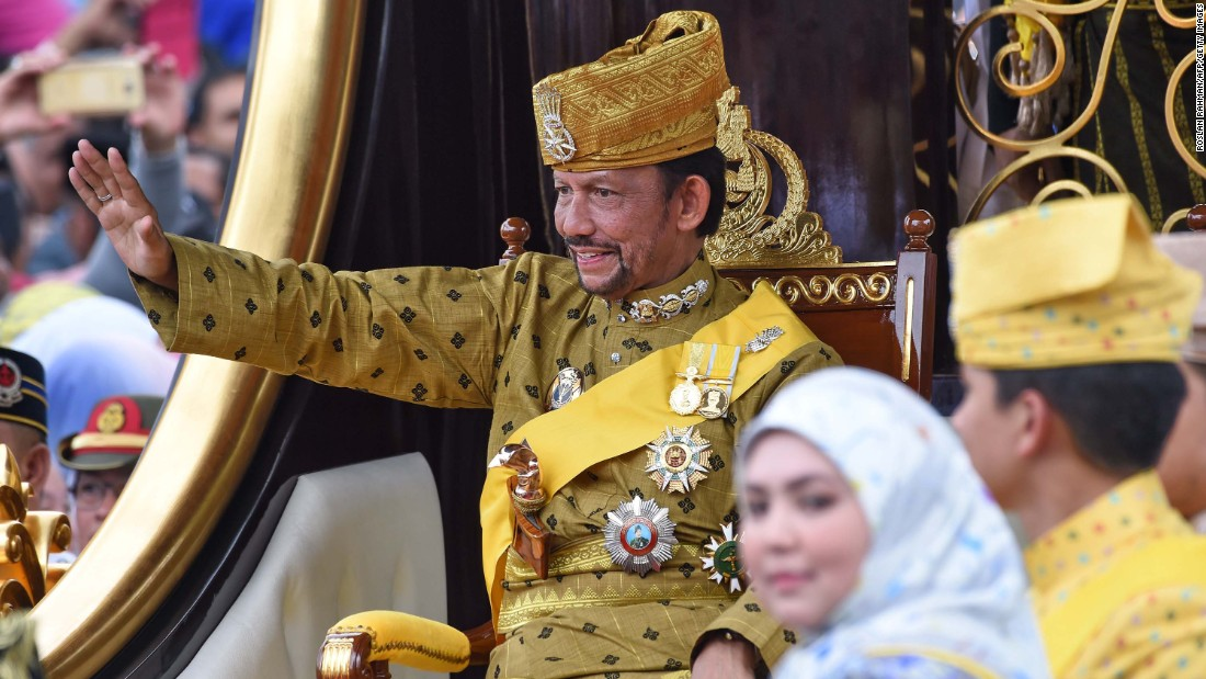 Sultan Of Brunei's Golden Jubilee Celebrated With Chariot Parade