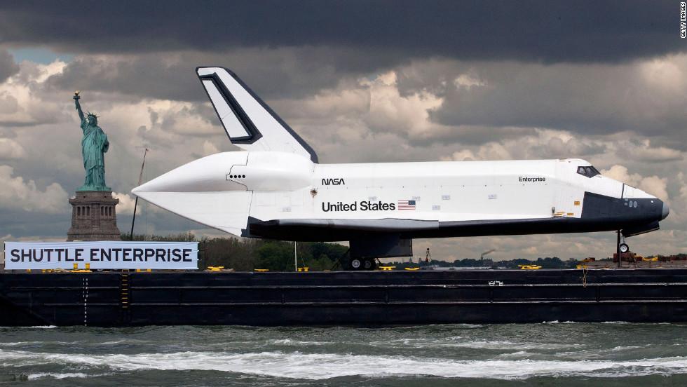 space shuttle landing in sea - photo #12