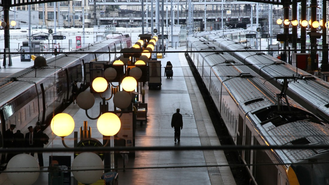 7 grand train stations of paris. Black Bedroom Furniture Sets. Home Design Ideas