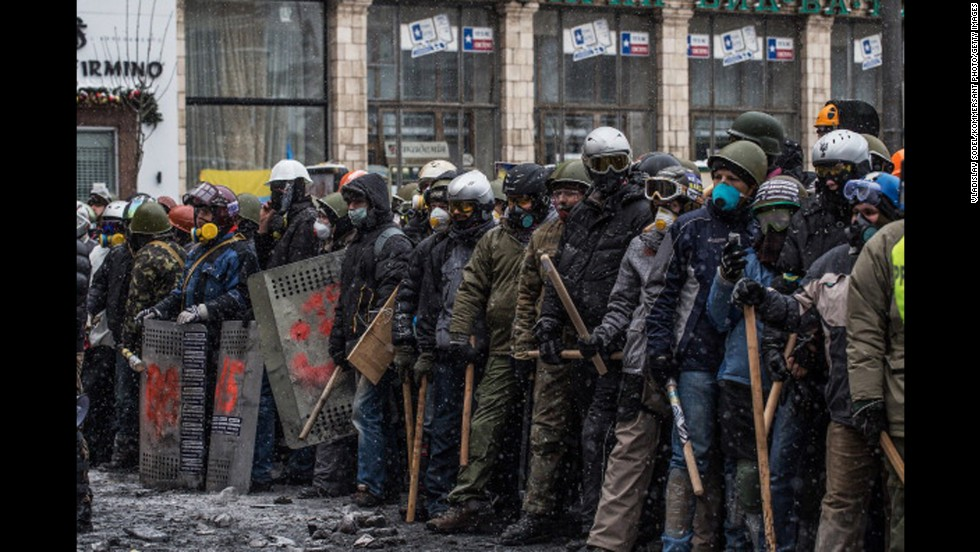 Ukraine protest movement: At least 4 killed in clashes ...