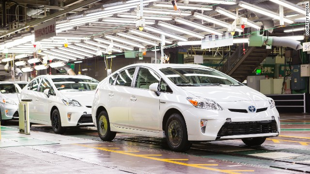 on toyota kaikan factory tour see cars being made in japan cnn cnn travel. Black Bedroom Furniture Sets. Home Design Ideas