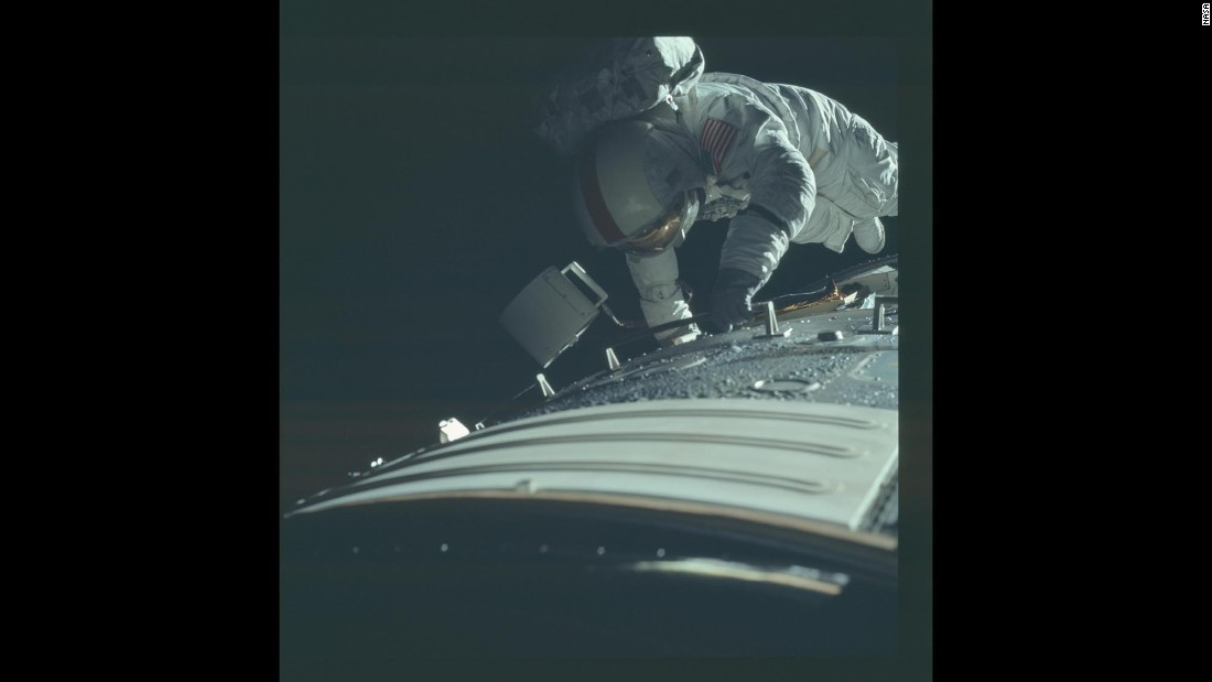 astronaut in space captions - photo #39