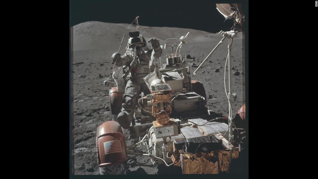Edgar Mitchell, Apollo 14 astronaut, moon walker, dies - CNN