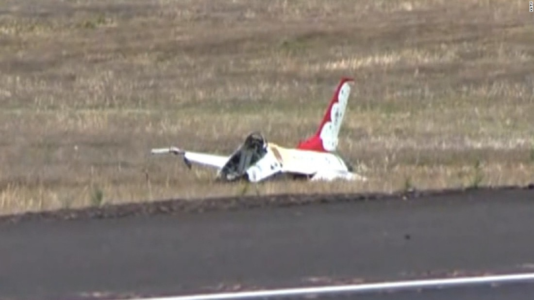 image of F-16 Thunderbird crashes; pilot taken to hospital