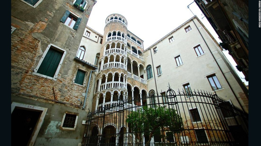 The Scala Contarini del Bovolo is a beloved Venice landmark for its external multi-arch spiral staircase. It was commissioned by Pietro Contarini around the end of 1400 and reflects a neo-Byzantine style.