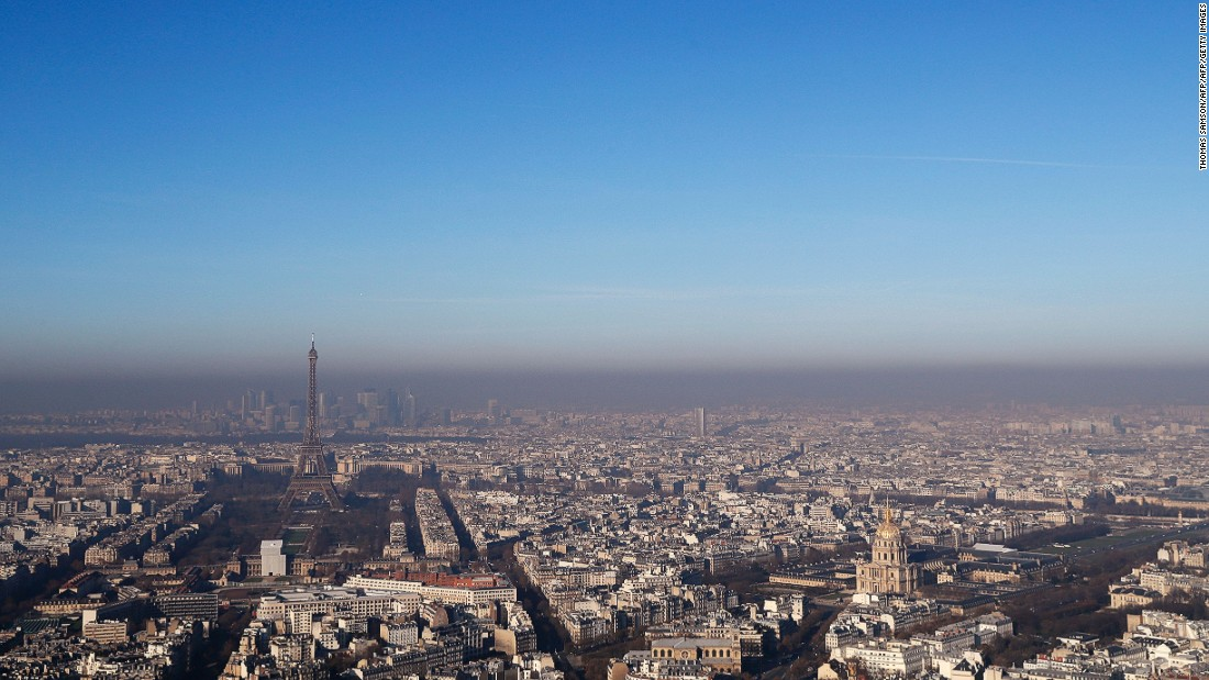 paris curbs car use as pollution chokes city. Black Bedroom Furniture Sets. Home Design Ideas