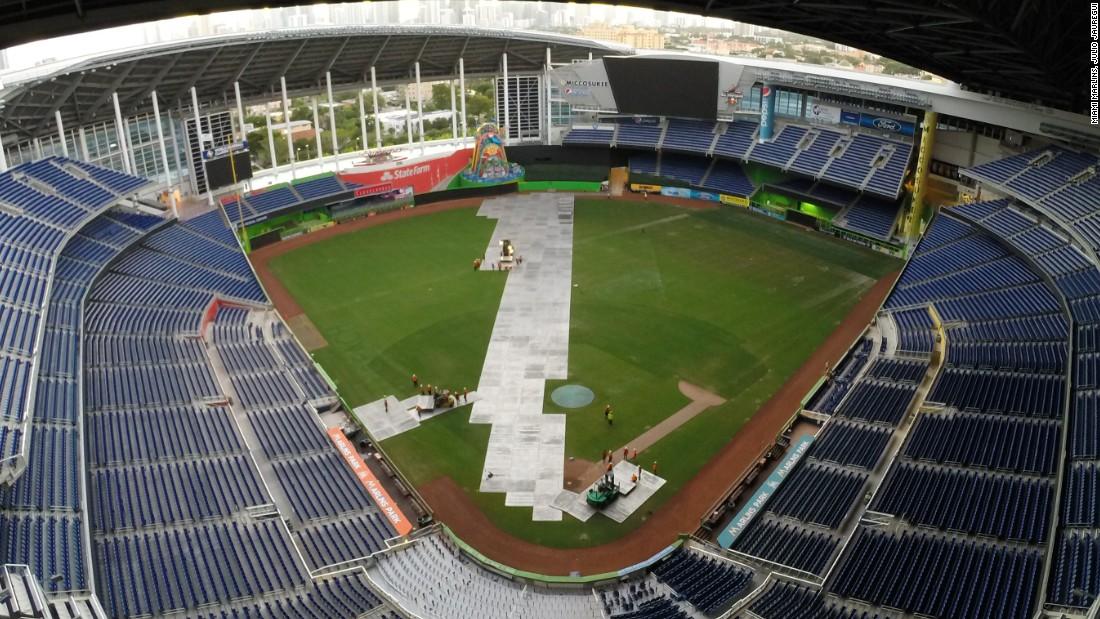 How Do You Turn A Baseball Stadium Into A Racetrack Cnn