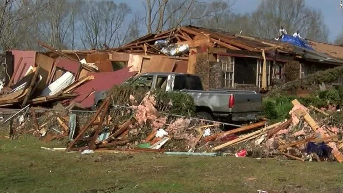 Deadly weather wreaks havoc across Southeast, West Coast