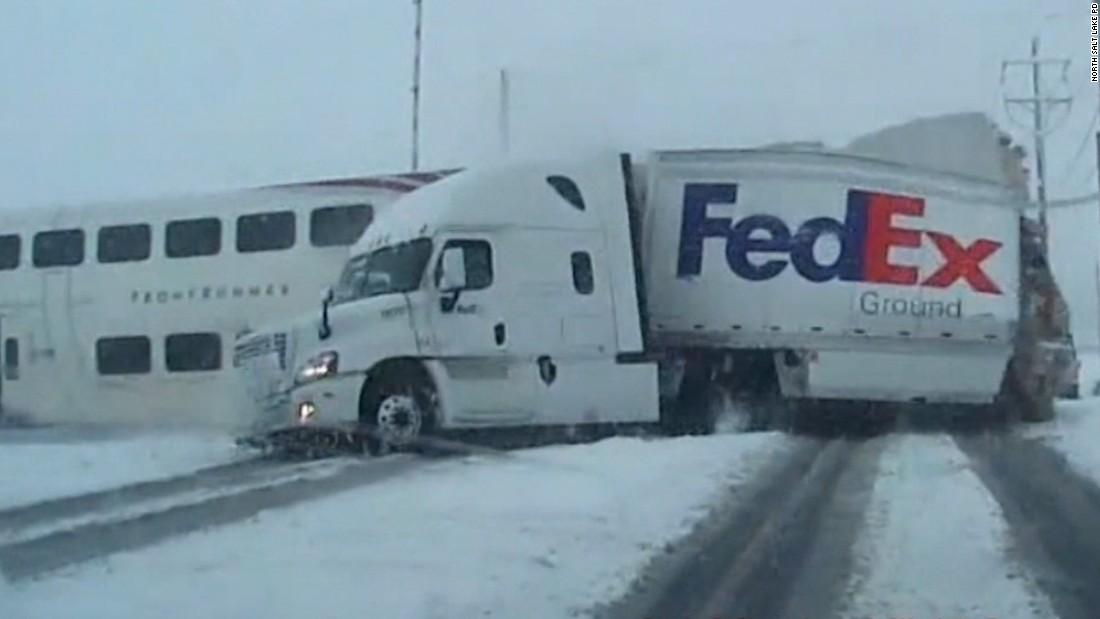 Train Crashes Into Fedex Truck Cnn Video
