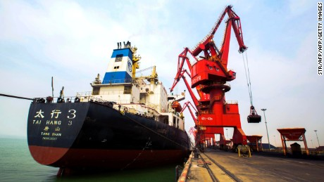 This photo taken on March 29, 2016 shows imported coal being unloaded from a cargo ship at a port in Lianyungang, east China's Jiangsu province. 