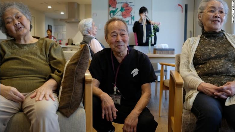 Nhật Bản khuyến khích tăng tuổi nghỉ hưu