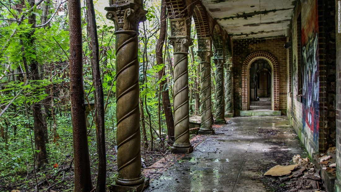 image of New Orleans' abandoned buildings: Find inner beauty