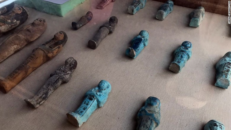 Statues discovered in the tomb, whose owners belong to the 18th dynasty.